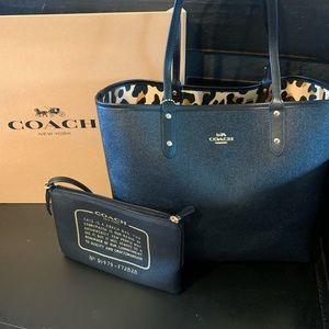 Coach Bags - ⭐️MAKE OFFER⭐️Coach tote- leopard print